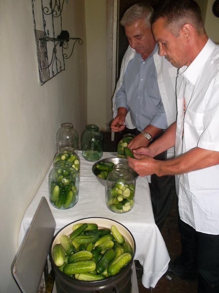 В установах виконання покарань області розпочато збір овочів (ФОТО) (фото) - фото 4