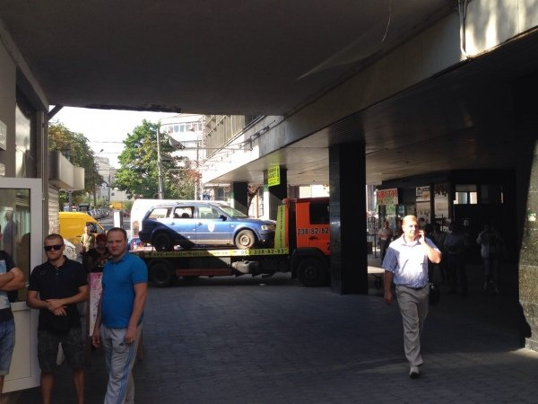 Митинг «Азова» заблокировал вход в здание ГФС (ФОТО), фото-1
