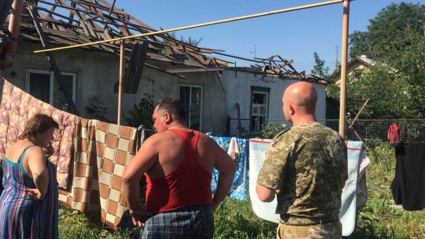 В Луганской области обстрелян поселок, находящийся за 10 км от линии разграничения - ранены двое, разрушено 6 домов (ФОТО) (фото) - фото 5