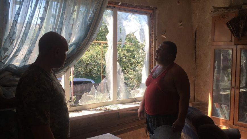 В Луганской области обстрелян поселок, находящийся за 10 км от линии разграничения - ранены двое, разрушено 6 домов (ФОТО) (фото) - фото 2