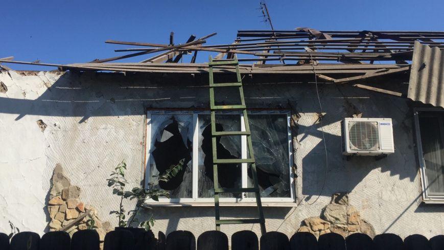 В Луганской области обстрелян поселок, находящийся за 10 км от линии разграничения - ранены двое, разрушено 6 домов (ФОТО) (фото) - фото 1