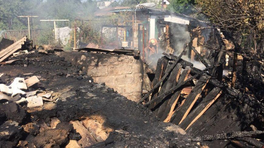 В Луганской области обстрелян поселок, находящийся за 10 км от линии разграничения - ранены двое, разрушено 6 домов (ФОТО) (фото) - фото 3