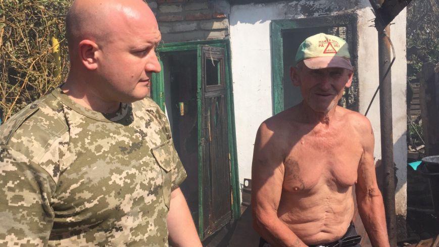 В Луганской области обстрелян поселок, находящийся за 10 км от линии разграничения - ранены двое, разрушено 6 домов (ФОТО) (фото) - фото 4