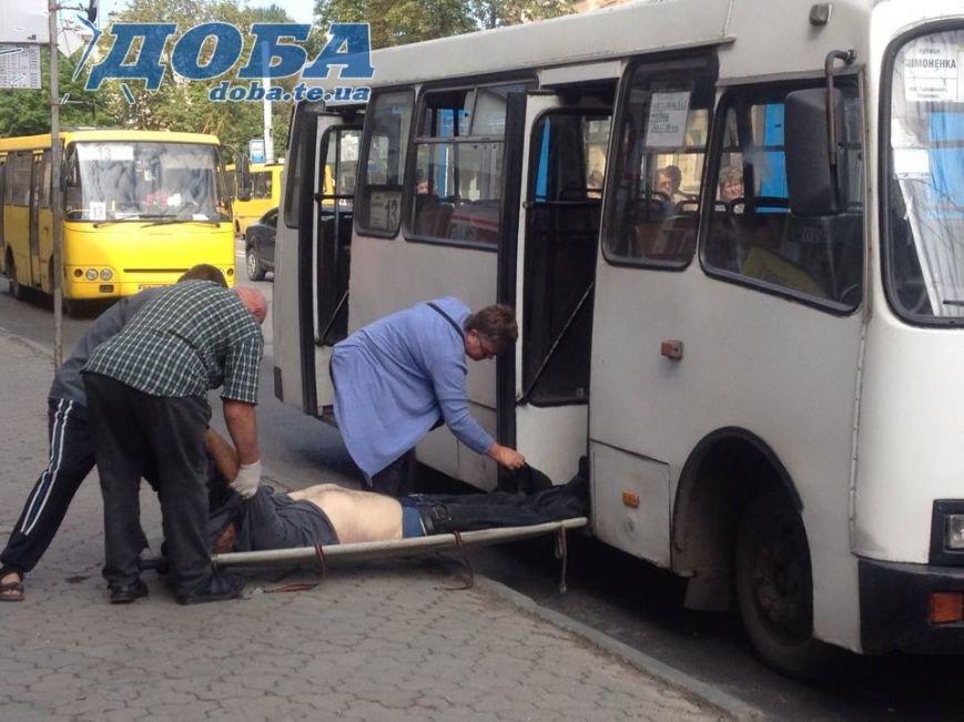 У Тернополі в маршрутці на очах в пасажирів помер чоловік (фото) (фото) - фото 1