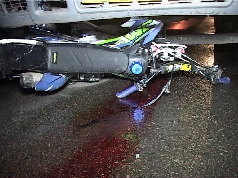 Кровавое ДТП в Сумах: водитель мотоцикла попал под колеса маршрутки (ФОТО+ВИДЕО), фото-4