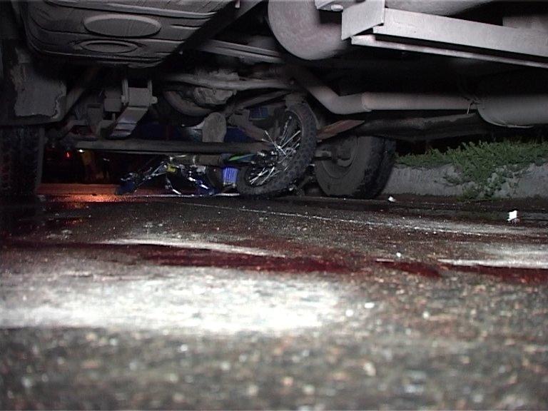 Кровавое ДТП в Сумах: водитель мотоцикла попал под колеса маршрутки (ФОТО+ВИДЕО), фото-2