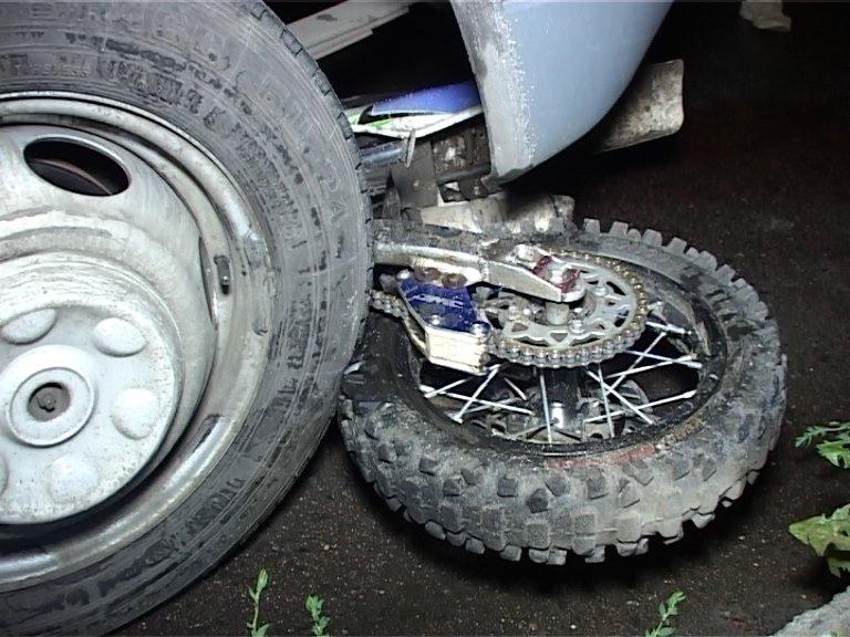 Кровавое ДТП в Сумах: водитель мотоцикла попал под колеса маршрутки (ФОТО+ВИДЕО), фото-3