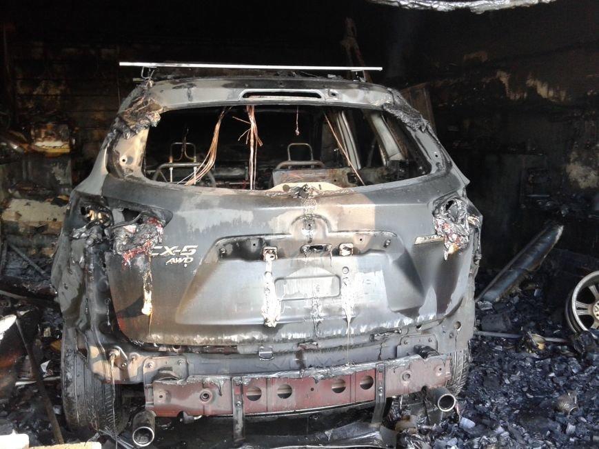 Последствия ночного обстрела Станицы Луганской - ранен военный, сгорело три дома и машина (ФОТО), фото-3
