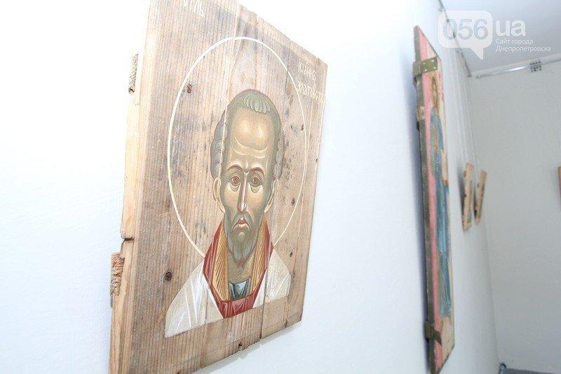 В Днепродзержинске откроется выставка икон на ящиках из-под патронов (фото) - фото 1