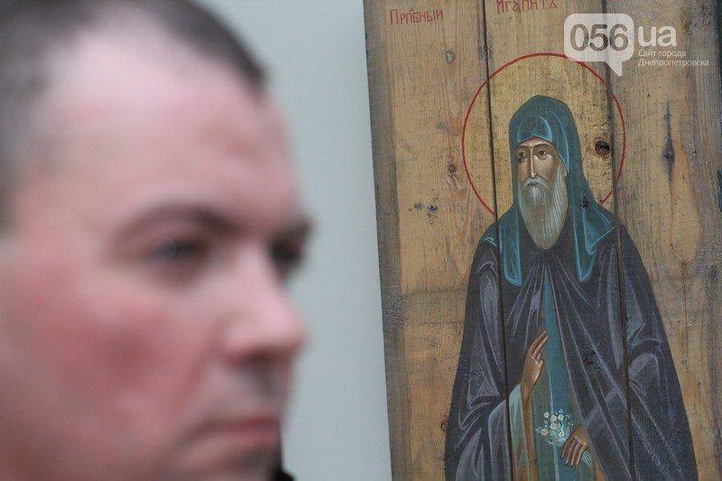 В Днепродзержинске откроется выставка икон на ящиках из-под патронов (фото) - фото 3