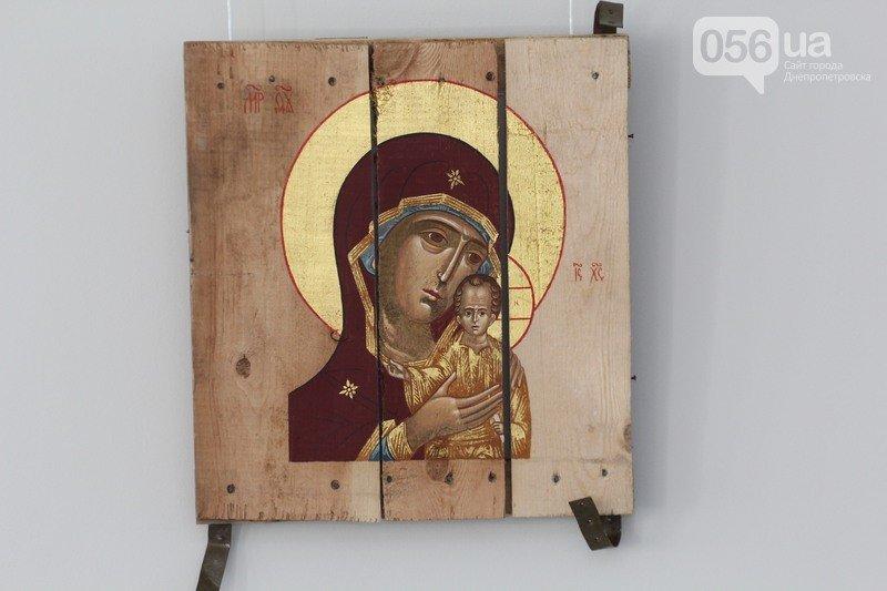 В Днепродзержинске откроется выставка икон на ящиках из-под патронов (фото) - фото 2