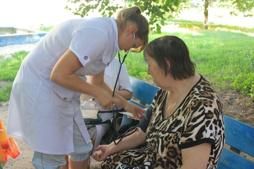 Мобильная амбулатория на улицах Артемовска, фото-3