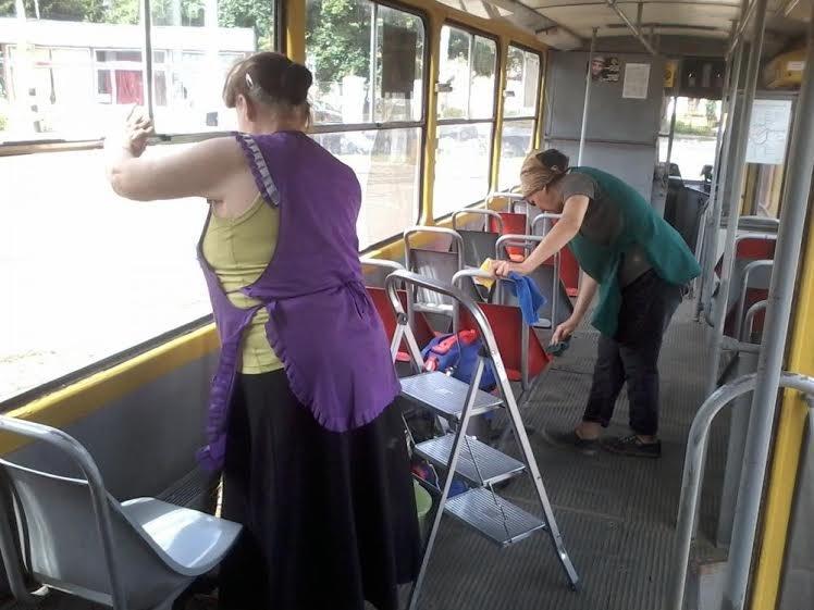 Львівські трамваї та тролейбуси миють у дві зміни (ФОТО) (фото) - фото 5