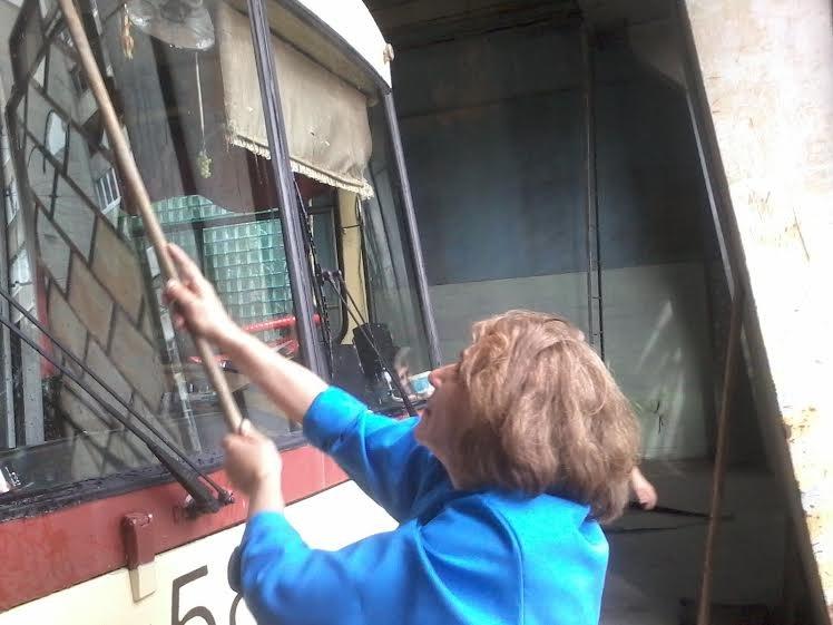 Львівські трамваї та тролейбуси миють у дві зміни (ФОТО) (фото) - фото 3