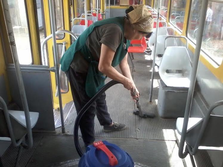 Львівські трамваї та тролейбуси миють у дві зміни (ФОТО) (фото) - фото 6
