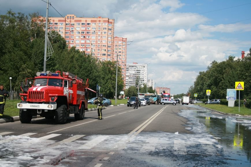 В Троицке на Октябрьском проспекте сгорел экскаватор (ФОТО), фото-8