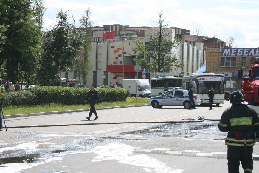 В Троицке на Октябрьском проспекте сгорел экскаватор (ФОТО), фото-6