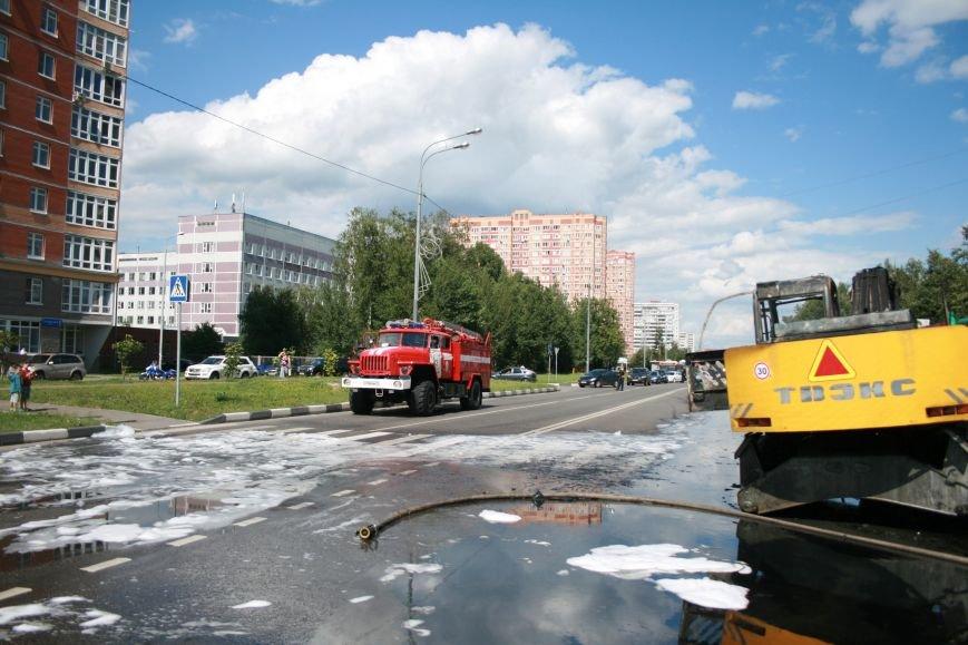 В Троицке на Октябрьском проспекте сгорел экскаватор (ФОТО), фото-3