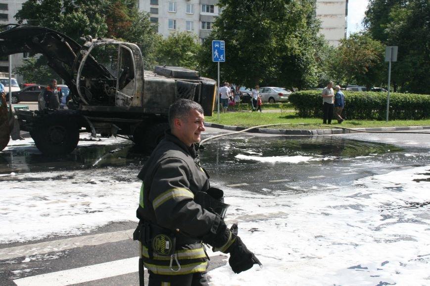 В Троицке на Октябрьском проспекте сгорел экскаватор (ФОТО), фото-5