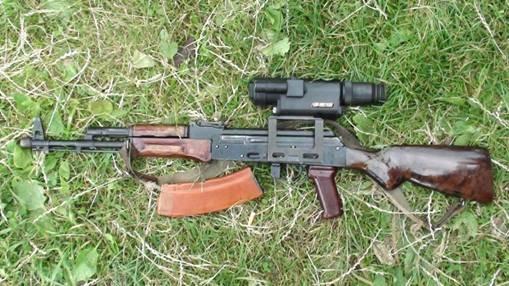 На Львівщині правоохоронці виявили арсенал зброї у приватному помешканні (ФОТО) (фото) - фото 2