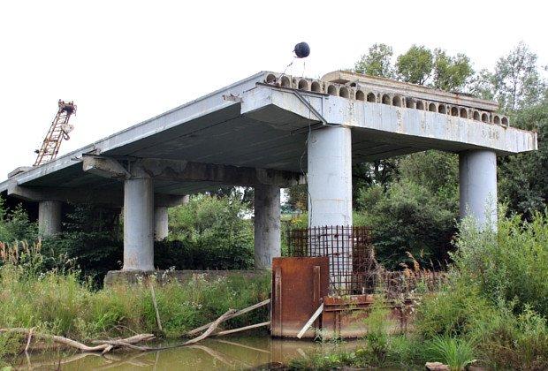 У Сторожинці автомобілі зруйнували тимчасовий міст (фото) - фото 2