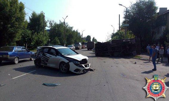 ДТП в Димитрове: 6 пассажиров госпитализированы (фото) - фото 1