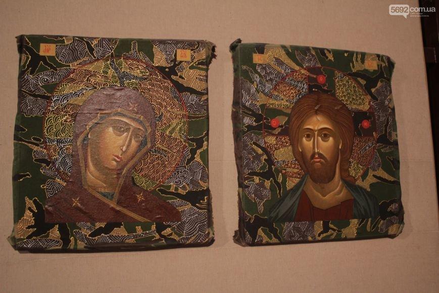 В Днепродзержинске состоялось открытие выставки икон на ящиках из-под патронов, фото-2
