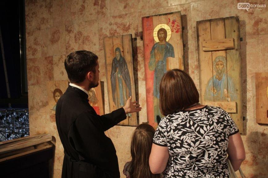 В Днепродзержинске состоялось открытие выставки икон на ящиках из-под патронов, фото-4
