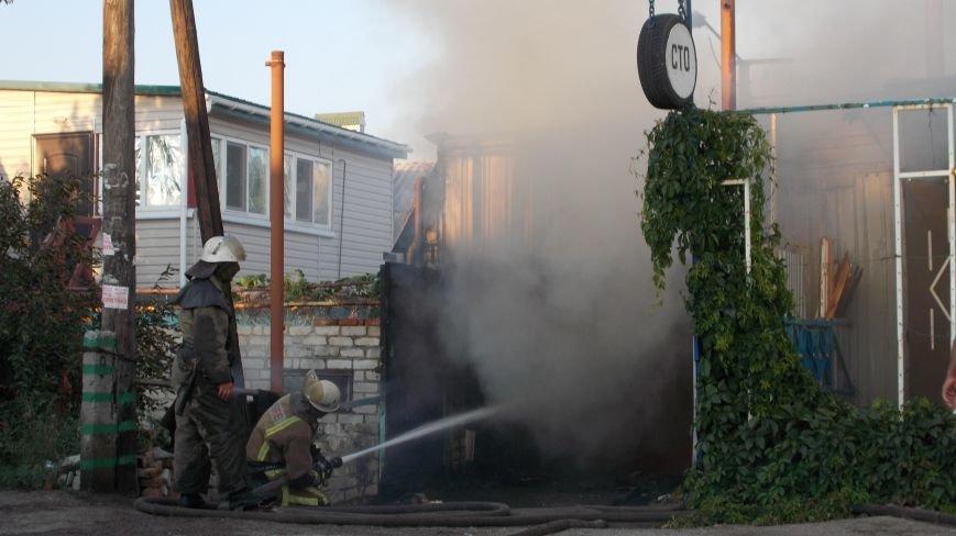 В Бердянске сгорела станция технического обслуживания (фото) - фото 2
