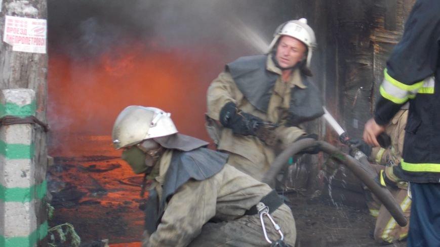 В Бердянске сгорела станция технического обслуживания (фото) - фото 5