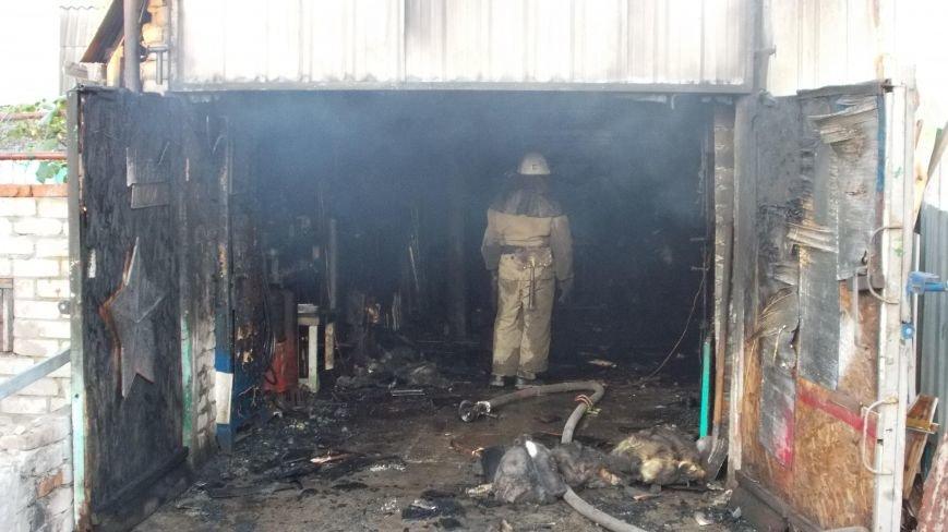 В Бердянске сгорела станция технического обслуживания (фото) - фото 8