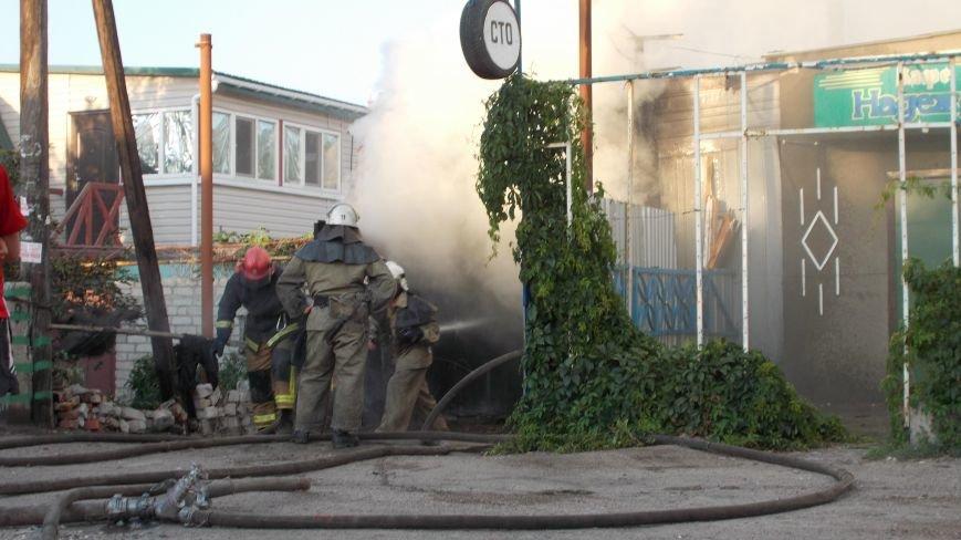 В Бердянске сгорела станция технического обслуживания (фото) - фото 1