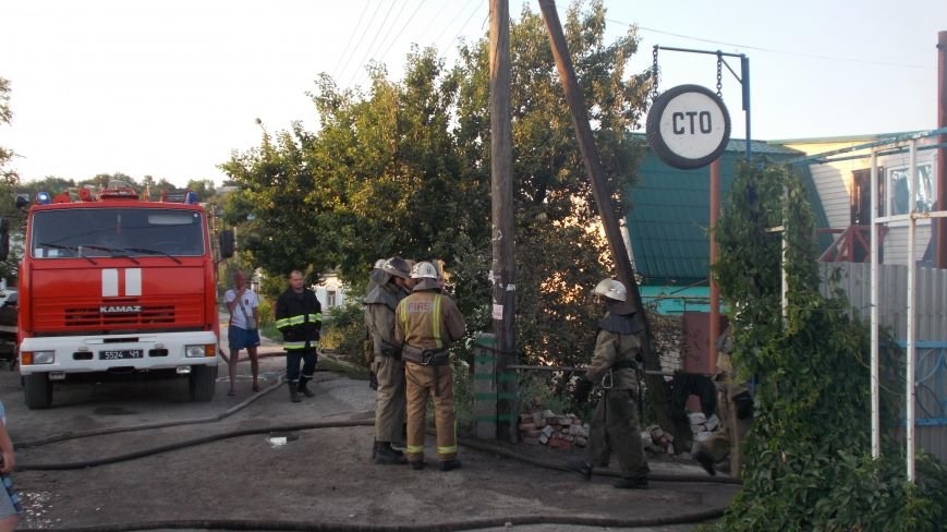 В Бердянске сгорела станция технического обслуживания (фото) - фото 7