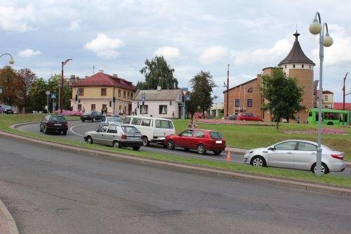 Пьяный бесправник повредил четыре машины в центре Гродно (фото) - фото 3
