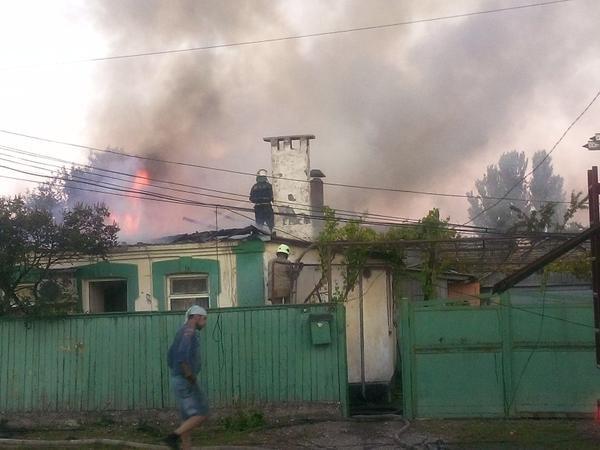 В Донецке в результате обстрела ранены два человека, повреждены 4 дома (ФОТО) (фото) - фото 1