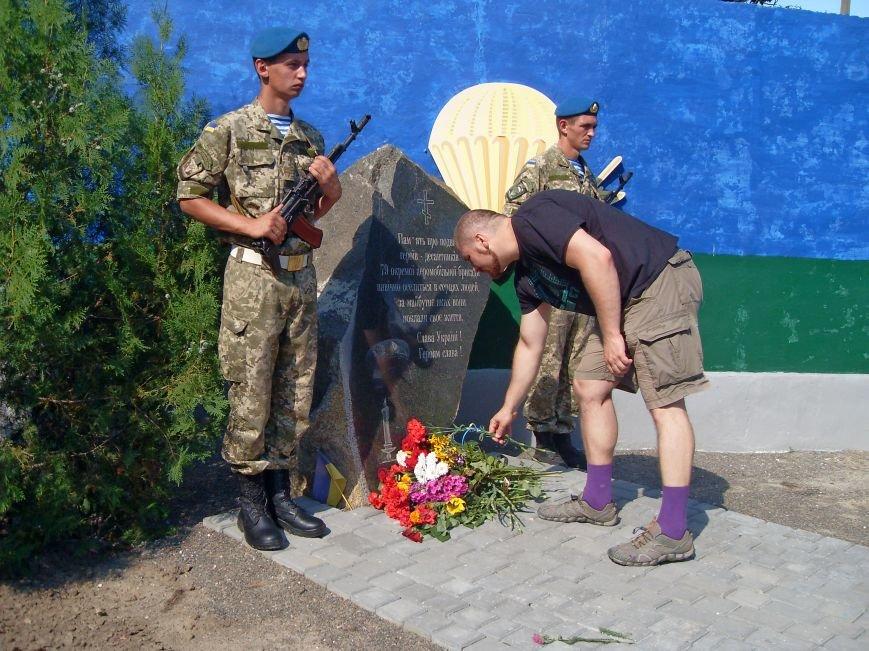 Николаевцы почтили память десантников, погибших на Донбассе (ФОТО) (фото) - фото 9