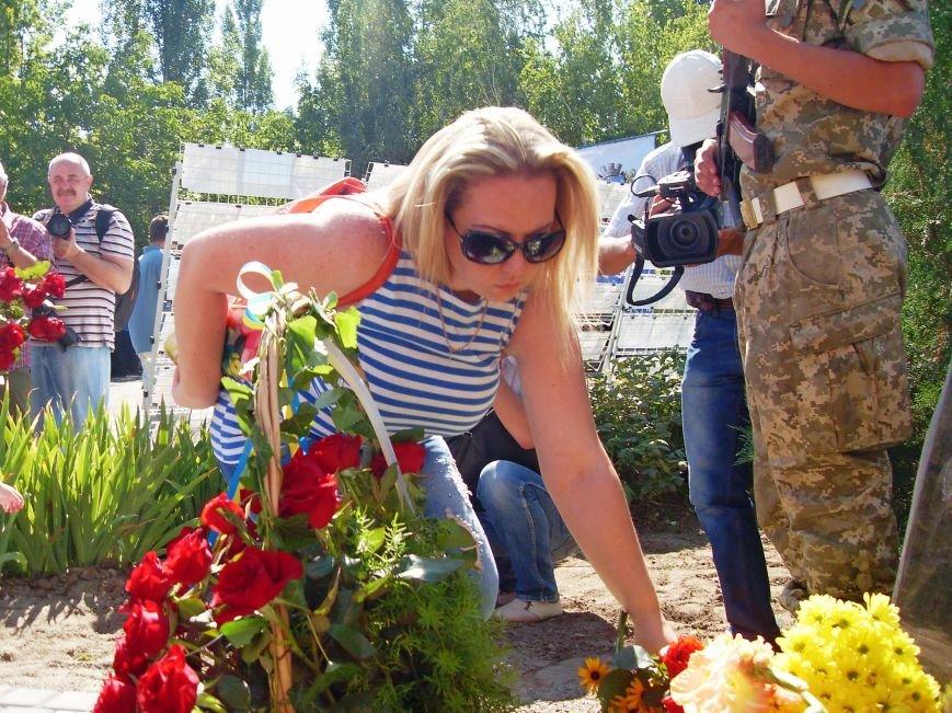 Николаевцы почтили память десантников, погибших на Донбассе (ФОТО) (фото) - фото 12