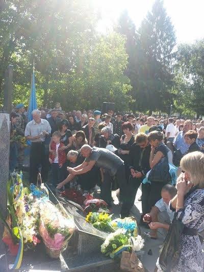 У Львові встановили пам'ятний знак загиблим десантникам (ФОТО) (фото) - фото 2