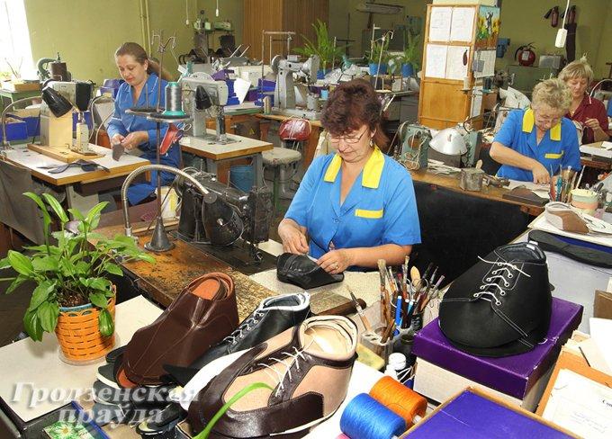 Фоторепортаж: как производится обувь на гродненской фабрике «Неман» (фото) - фото 1