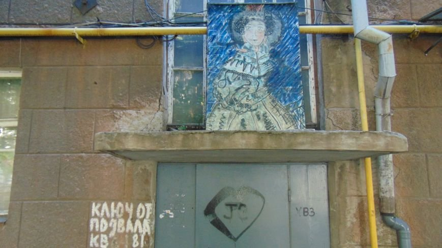 В Центре Мариуполя проходит  выставка - невидимка (ФОТО) (фото) - фото 1