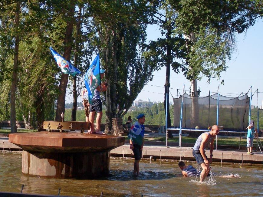 Николаевские десантники в День ВДВ по традиции купались в фонтане (ФОТО) (фото) - фото 6