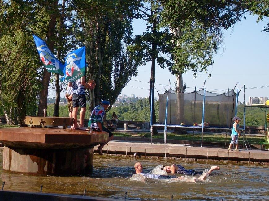 Николаевские десантники в День ВДВ по традиции купались в фонтане (ФОТО) (фото) - фото 8