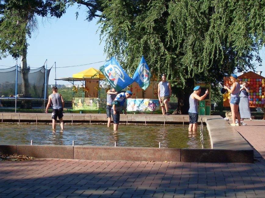 Николаевские десантники в День ВДВ по традиции купались в фонтане (ФОТО) (фото) - фото 4