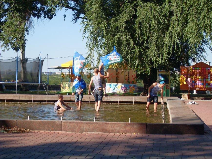 Николаевские десантники в День ВДВ по традиции купались в фонтане (ФОТО) (фото) - фото 3