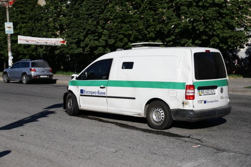В Запорожье — очередная авария с маршруткой. Есть пострадавшие (ФОТО) (фото) - фото 1