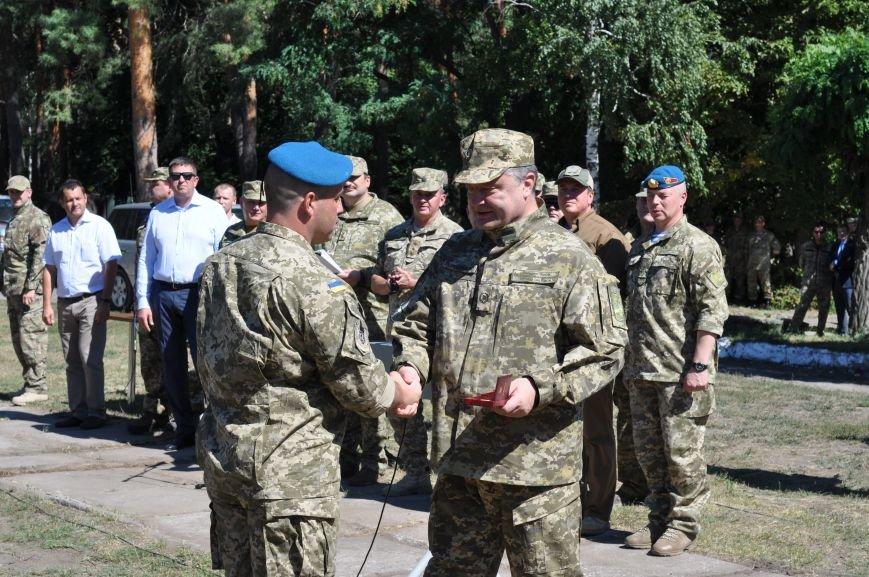Президент Петр Порошенко приезжал в Донецкую область поздравить десантников (ФОТО и ВИДЕО), фото-8