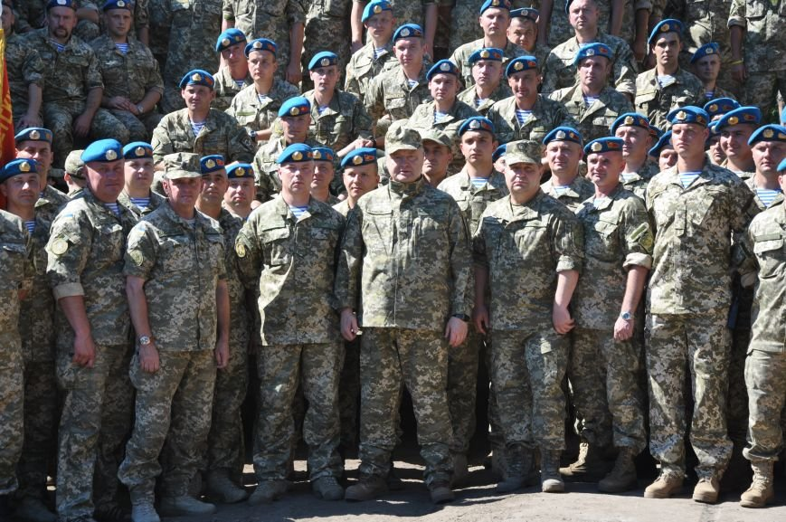 Президент Петр Порошенко приезжал в Донецкую область поздравить десантников (ФОТО и ВИДЕО), фото-12