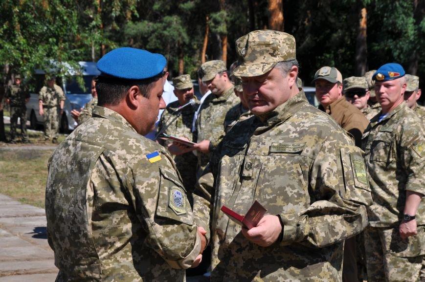 Президент Петр Порошенко приезжал в Донецкую область поздравить десантников (ФОТО и ВИДЕО), фото-7