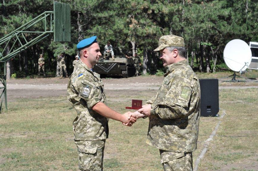 Президент Петр Порошенко приезжал в Донецкую область поздравить десантников (ФОТО и ВИДЕО), фото-9