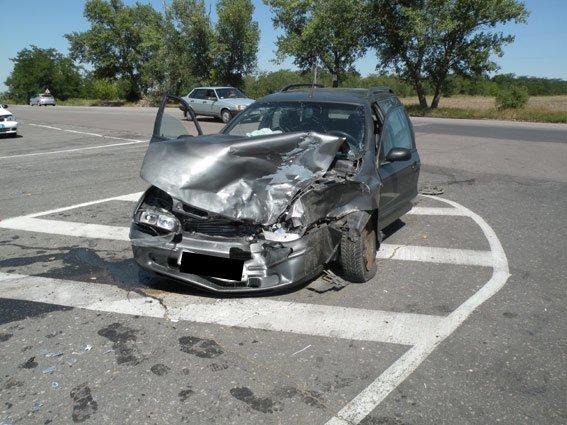 Под Южноукраинском столкнулись два автомобиля: есть пострадавшие (ФОТО) (фото) - фото 3